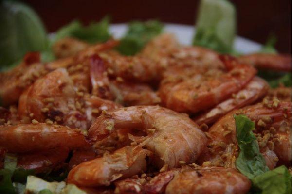 Camarão ao alho e óleo, um clássico da cozinha de boteco, é vedete do menu do Empório Tropical  (Ana Rayssa/Esp. CB/D.A Press)