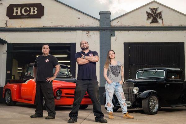 Alexandre Benevides e sua equipe na série 'Garagemhot rod' (Cauê Moreno/Divulgacao)