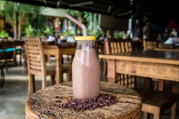 Milkshake: Cacau - leite de coco fresco, cacau em pó, avelã e melaço de cana, do duoO Restaurante. (Ana Morena/Divulgacao)