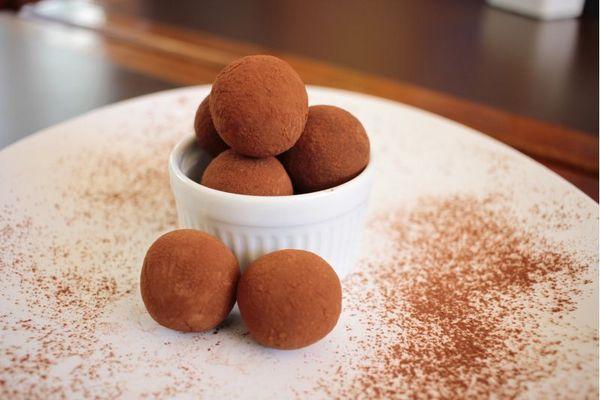 Trufa de chocolate meio amargo, da Casa Doce ( Ana Rayssa/Esp. CB/D.A Press)