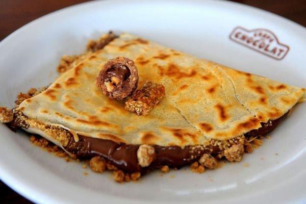 Crepe Ferrero, feito de creme de avelã com cacau, crocante de castanha de caju e chocolate Ferrero ( Bruno Peres/CB/D.A Press)