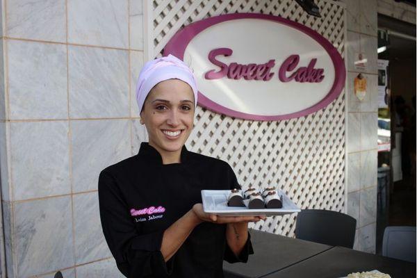 Leite em pó aparece com frequência em sobremesas criadas por confeiteiros da cidade.  Na foto, Luíza Jabour, da Sweet Cake (Ana Rayssa/Esp. CB/D.A Press)