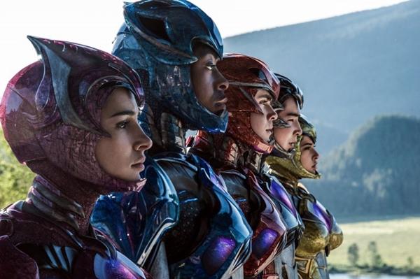 Em Power Rangers, o quinteto descobre o que é ser um herói  (Paris Filmes/Divulgação)