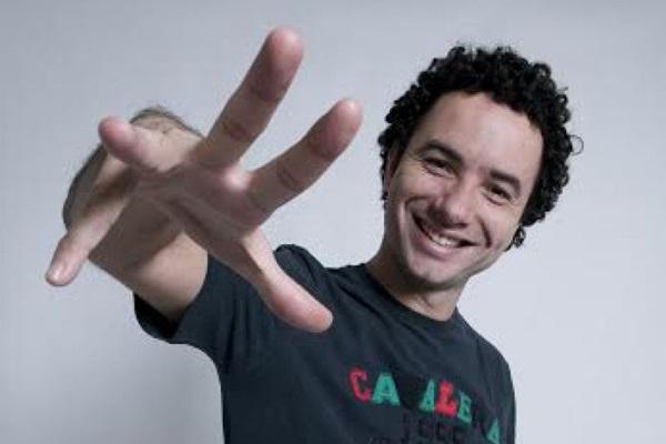 Marco Luque faz apresentação em Brasília ( Imprensa Risoflex/Divulgação)