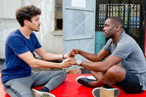 O ator baiano Lázaro Ramos estreia amanhã a 12ª temporada de 'Espelho', que reúne nomes como Jesuíta Barbosa (Canal Brasil/Divulgação)