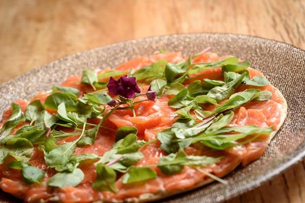 Crostini de salmão do Mazutan  (Telmo Ximenes)