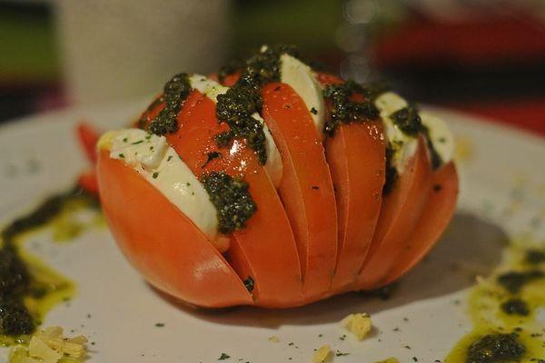 Tomate recheado ao molho pesto (Edy Amaro/Esp. CB/D.A Press)