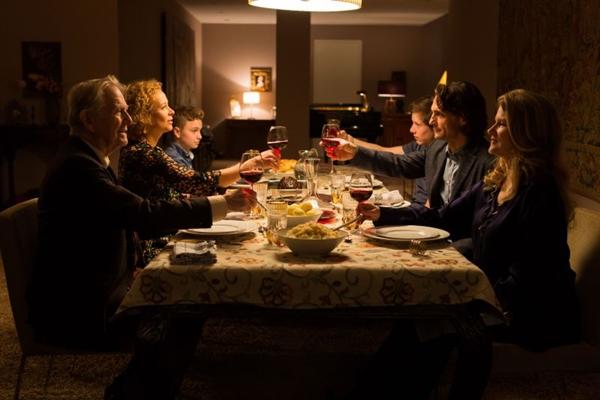 As tramas familiares do filme alemão carecem de emoção (Mares Filmes/Divulgação)