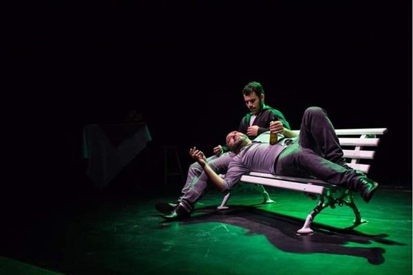 Os encontros e desencontros do amor são o destaque da peça Afinidades (Leandro Monteiro/Divulgação)