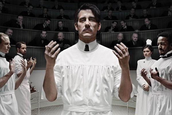 Clive Owen interpreta um cirurgião com um vício secreto em cocaína (HBO/Divulgao)