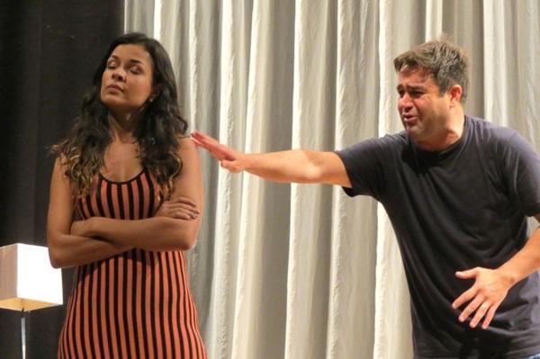 Quatro anos depois, os atores Michelle Martins e Alessandro Nunes retornam a Brasília com a comédia 'Casar pra quê?' (Roberto Gonzaga/Divulgação)