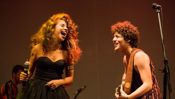 Chico e Júlia Vargas representam a próxima geração: música e internet (Marcos Hermes/Divulgação)