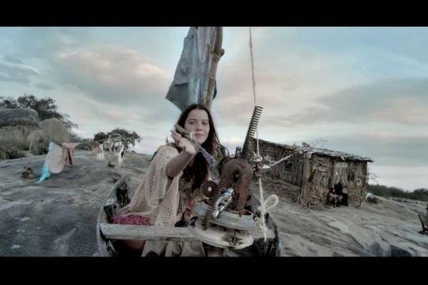 Nathalia Dill vive com competência a sonhadora protagonista (Internet/Reprodução)