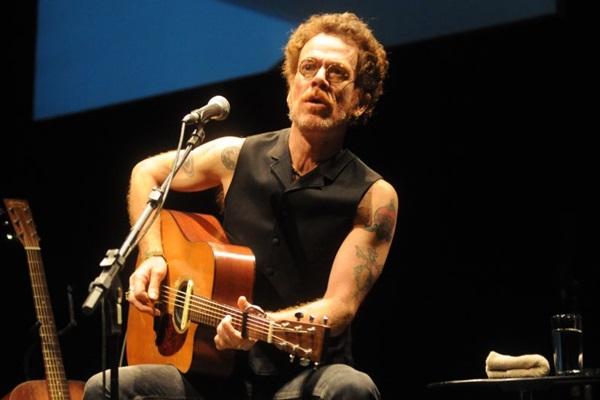 Nando Reis toca no auditório do Centro de Convenções Ulysses Guimarães no dia 6 de maio (Carlos Moura/CB/D.A Press)