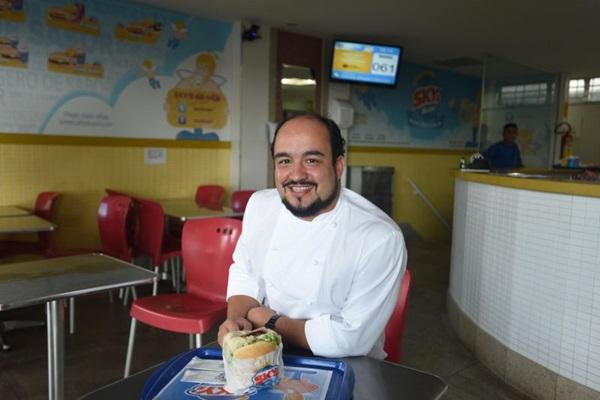 Há 20 anos, Marcelo Petrarca tem no Skys Burger um destino certo quando a fome aperta (Antonio Cunha/CB/D.A Press)