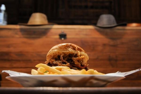 No Durango Burger, o cliente se sente dentro de um filme de faroeste (Barbara Cabral/Esp. CB/D.A Press)