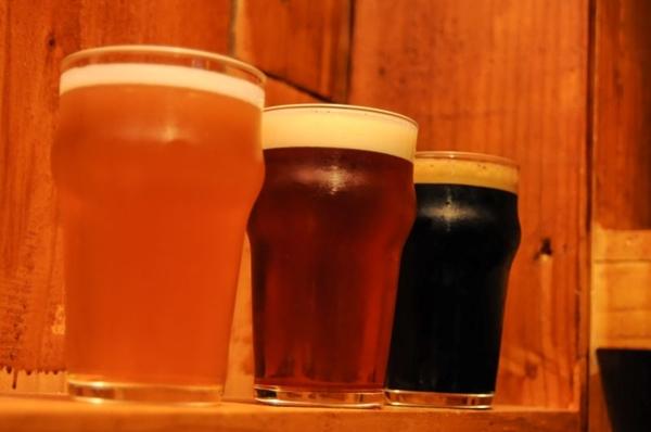 Chope artesanal extraído na pressão, ponto alto do Taverna Cervejas Especiais (Barbara Cabral/Esp. CB/D.A Press)