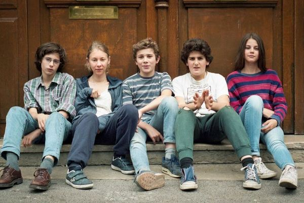 Elenco jovem é um dos destaques de 'O novato' (Reprodução/Internet)