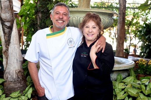 Suzana e Flávio vivem a parceria diária dentro da cozinha (Antonio Cunha/CB/D.A Press)
