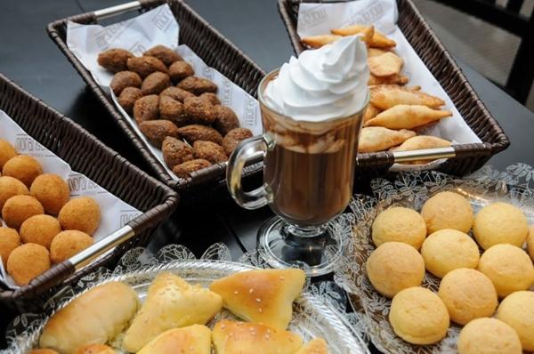 Café colonial da Moranguinho Confeitaria é servido aos sábados e domingos ( Barbara Cabral/Esp. CB/D.A Press)