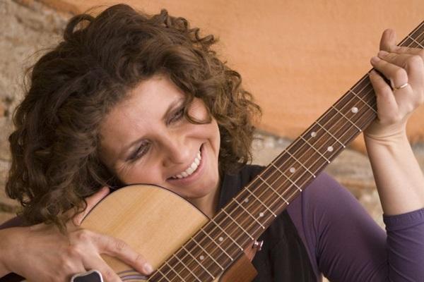 Com personalidade segura, Roberta Campos se apresenta no Teatro dos Bancários  hoje à noite (Izabelita Marchedano/Divulgação)