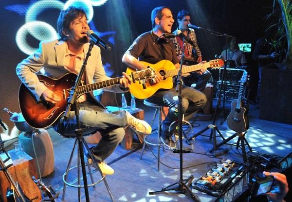 Durval Lelys e Saulo cantam juntos no Praça das Fontes do Parque da Cidade (Antônio Cunha/Esp. CB/D.A Press)