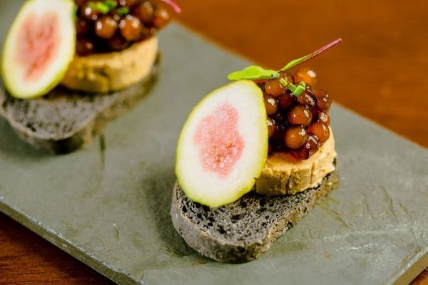 Terrine de foie gras sob pane nero, ou pão negro: novidade no Limoncello  (Felipe Menezes/Divulgacao)