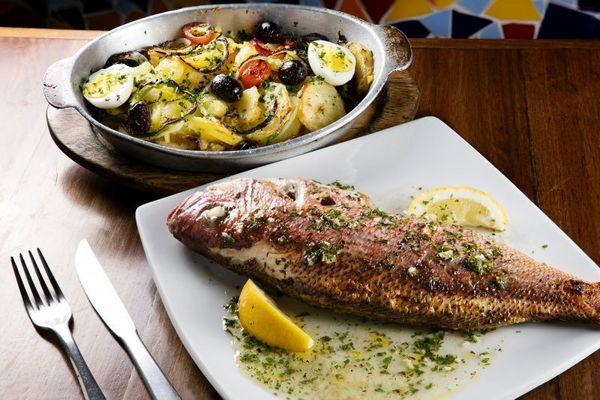 Pesce al forno do Dona Lenha (Rafael Lobo / Zoltar Design)