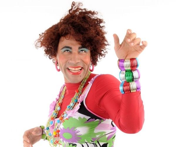 Rodrigo Sant%u2019Anna encarna diversos personagens em 'Segundo turno de risadas', no Teatro Unip (Luiz Badula/Divulgação)