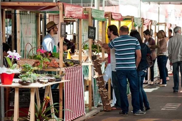 O Mercadinho de Brasília acontece aos sábados, do lado de fora do Brasília Shopping (Telmo Ximenes/Divulgação)