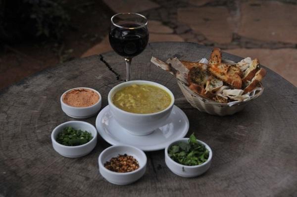 Canja de galinha e vinho, combo contra o frio no Naturetto Família (Antonio Cunha/CB/D.A Press)