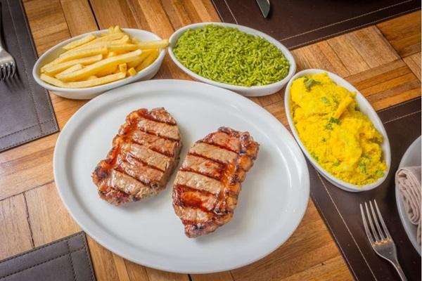 Prato do BSB Grill para o festival inclui arroz de brócolis e chorizo teen beef (Davi Fernandes Freitas/Divulgação)