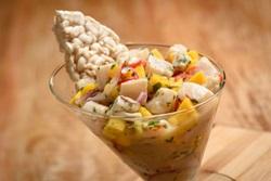 Ceviche tailandês integra menu do Mazutan voltado ao preparo de origem andina (Telmo Ximenes/Divulgação)