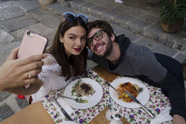 Isis Valverde e Gil Coelhoesbanjam química em 'Amor.com' (Rachel Soares/Divulgação)