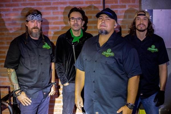 A banda se apresenta no Centro de Convenções Ulysses Guimarães (Divulgação/Sans Michel Campestrini)
