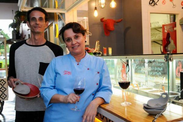 Davi Ferraz e Simone Garcia: parceria fortalece o ceramista local  (Bárbara Cabral/Esp.CB/D.A. Press)