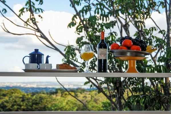 Quarto com vista para o cerrado e café feito na hora pelo chef: ponto alto do Cerrado Lodge (Bárbara Cabral/Esp.CB/D.A. Press)