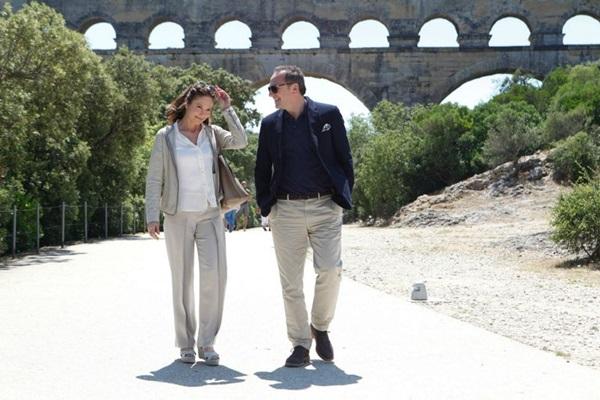 Anne e Jacques se descobrem durante viagem em 'Paris pode esperar' (Reprodução/Internet)
