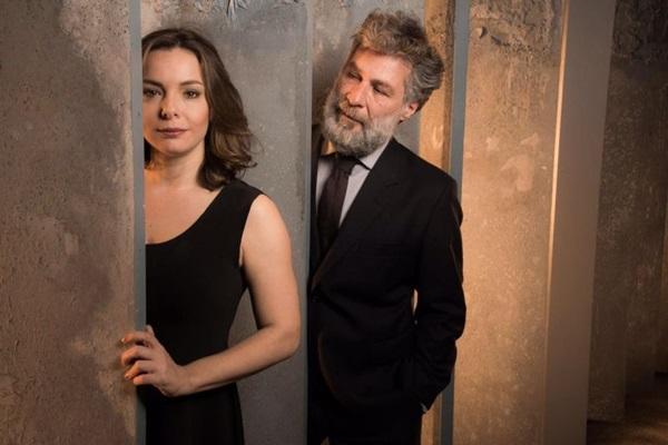 Regiane Alves e Leopoldo Pacheco dividem o palco em Para tão longo amor (Pino Gomes/Divulgação)