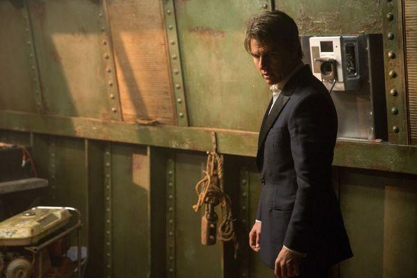 Tom Cruise tenta salvar o mundo das maldades da múmia  (Universal Pictures/Divulgação)