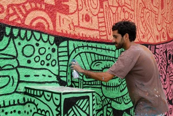 Adriano Cinelli (Onio) é um dos artistas levando suas pinturas a casa Enxame (Zuleika de Souza/CB/D.A Press)