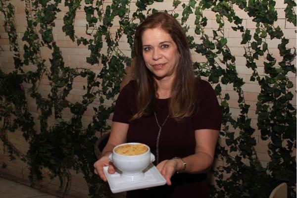 Joyce Miranda garante que, no Toujours, a sopa de cebola segue a receita tradicional francesa (Luis Nova/Esp. CB/D.A Press)