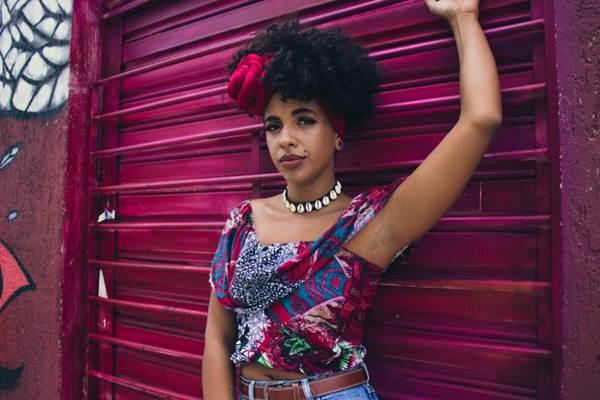 A cantora Thabata Lorena lança DVD 'Novidades ancestrais' (Reprodução/Facebook)