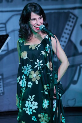 Em seu show, Célia Porto canta compositores da cidade e de mestres como Djavan (Marcelo Dischinger/Divulgação )
