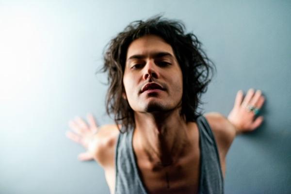 Filipe Catto cantará sucessos no sábado (01/07) (Jonas Tucci/Divulgação)