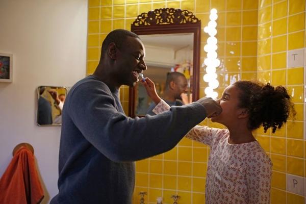 Sy e Colston interpretam pai e filha no longa francês (Reprodução/Internet)