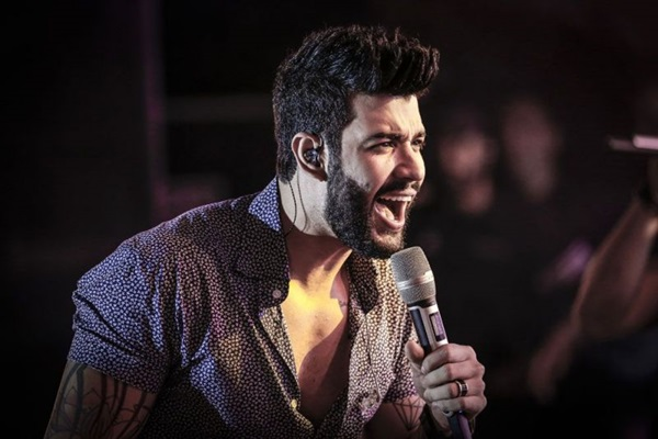 Gusttavo Lima canta hits que foram sucesso nos 10 anos de carreira  (Objetiva Comunicação/Divulgação)