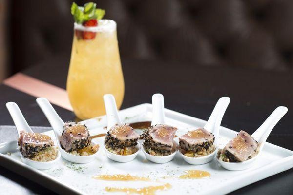 Alguns pratos do Contê vêm em versão minimalista: para beliscar enquanto se toma um drinque (Vini Goulart/Magneto Fotografia)