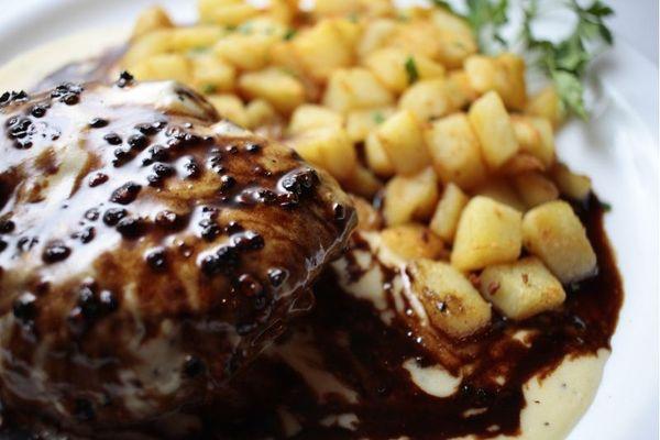 O filé au poivre é um preparo francês que atravessa culturas e se faz conhecido mundialmente  (Ana Rayssa/Esp. CB/D.A Press)