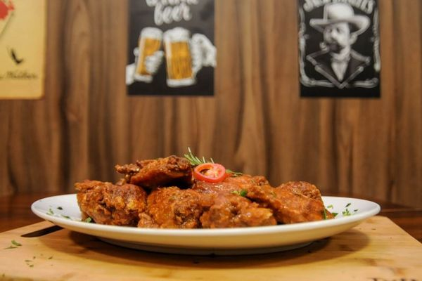 No Delta Bar, a sugestão são o Buffalo Wings, servidos ao estilo americano (Bárbara Cabral/Esp. CB/D.A Press. )